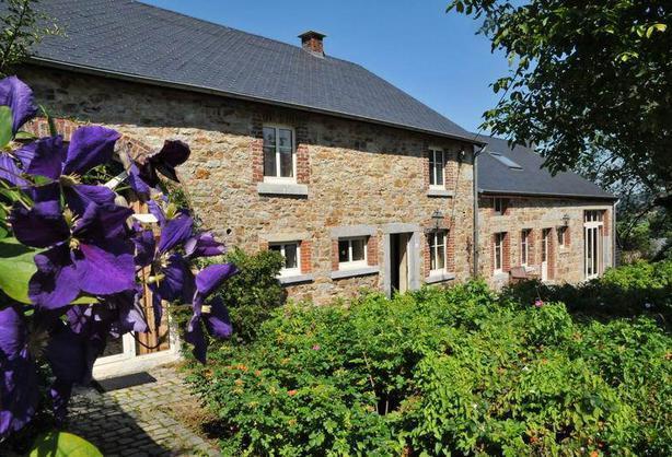 luxe verbouwde 32 persoons groepsaccommodatie in Erpigny Ardennen BE met sauna