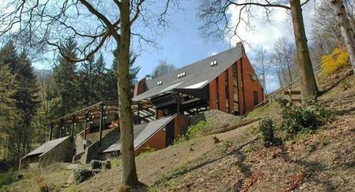 wellness groepsaccommodatie, 50 personen, op vakantiepark in Hastière Ardennen Belgie