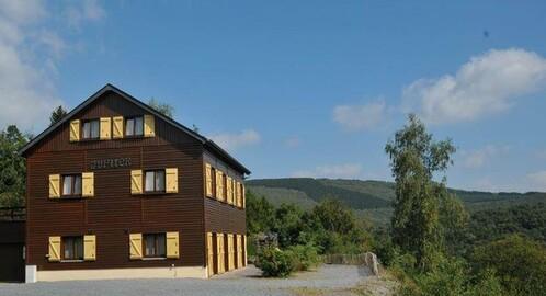 luxe 30 persoons groepsaccommodatie met sauna, 12 slaapkamers, bij La Roche Ardennen BE
