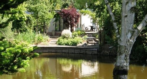 mooi aan vijver gelegen vakantiehuis op buitenplaats de Berghorst in Stegeren bij Ommen (Vechtdal OV)