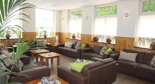 luxe rolstoelvriendelijke groepsaccommodatie voor 24 personen in Schaijk Noord Brabant met 12 slaapkamers
